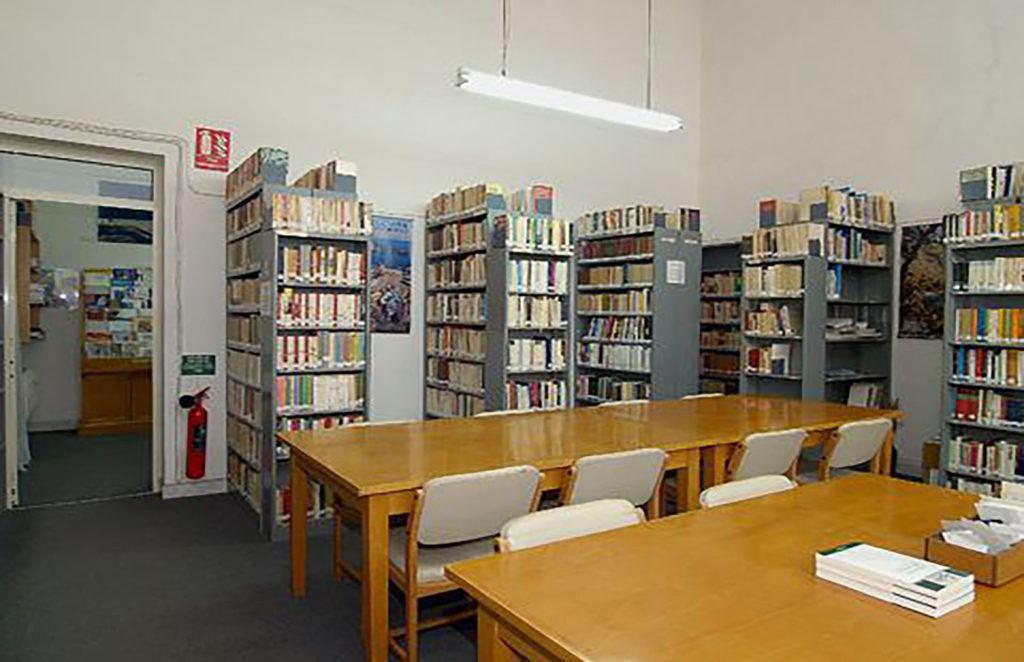 intérieur d'une bibliothèque